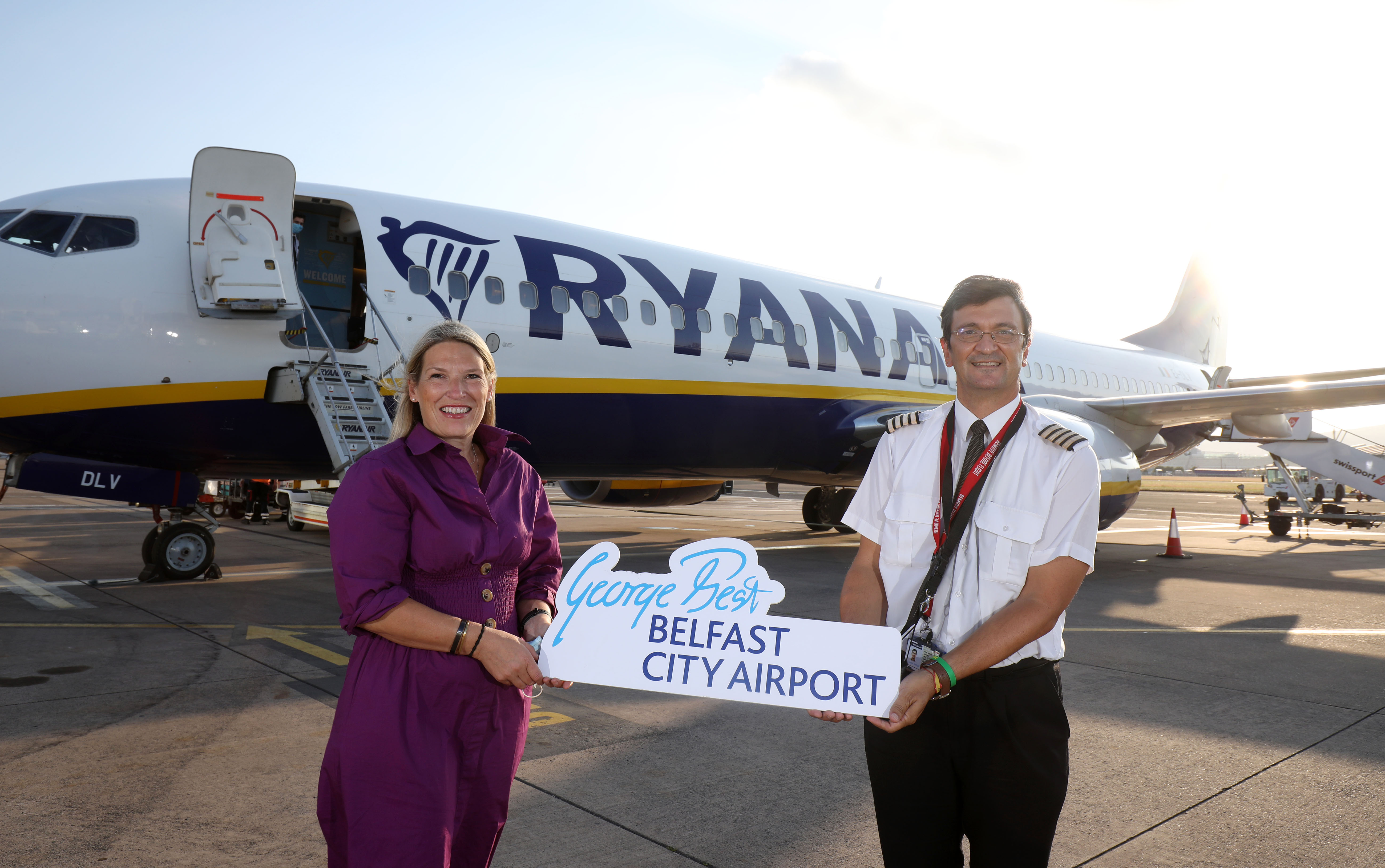 Judith Davis and Ryanair pilot standing in front of an aircraft